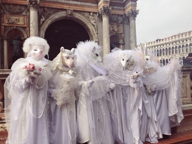 а вот и часть карнавала для итальянцев действительно очень важны традиции