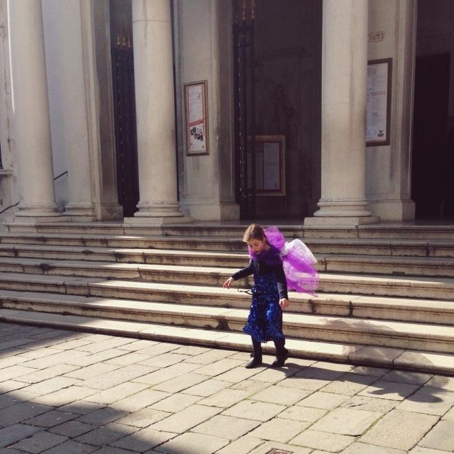 даже маленьким детям в дни карнавала разрешено наряжаться:)