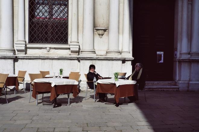 в одном из таких кафешек на площади мы решили пообедать